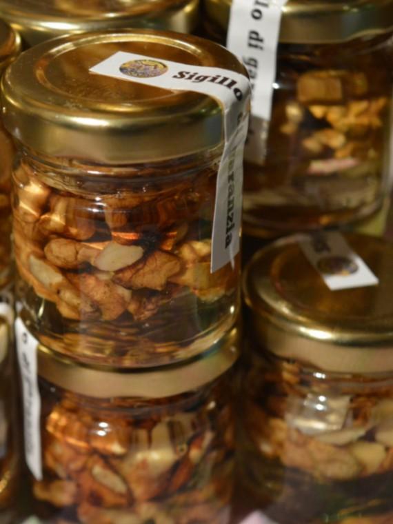frutta secca nel miele, miele, miele italiano, apicoltura zeffiro, propoli, pappa reale, polline, ciokomiele