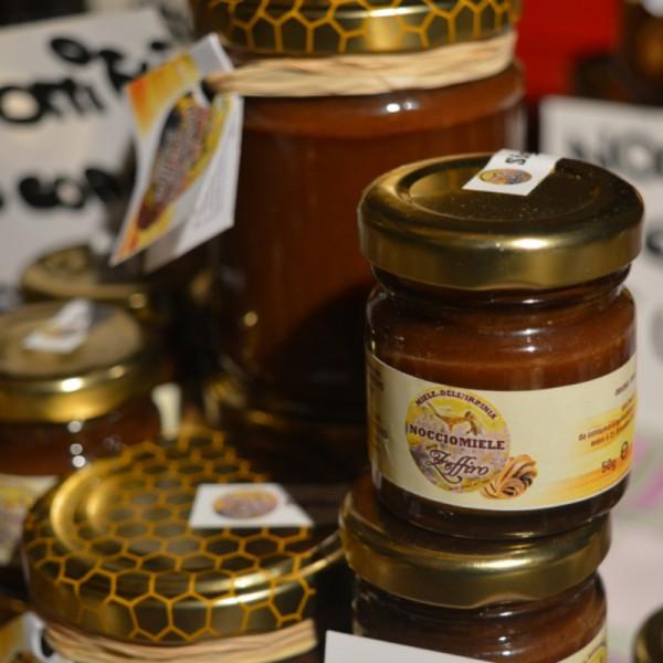 nocciomiele, miele d'acacia, miele, miele italiano, apicoltura zeffiro, propoli, pappa reale, polline, ciokomiele